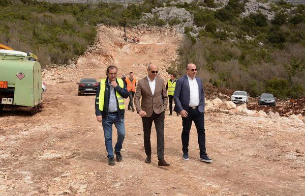 Foto: Nakon 33 godine počeli radovi na izgradnji prometnice Stolac - Neum