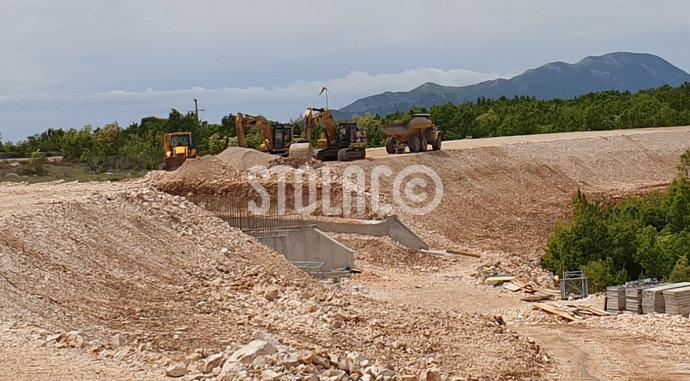 Stolac-Drenovac: Preostalo još asfaltiranje 2.4 km, kiša malo usporila radove