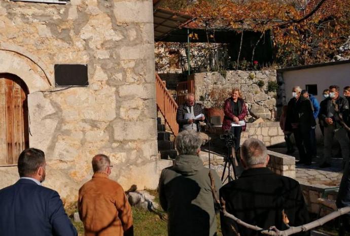 U Bitunji otkrivena spomen ploča u rodnoj kući Alije Isakovića