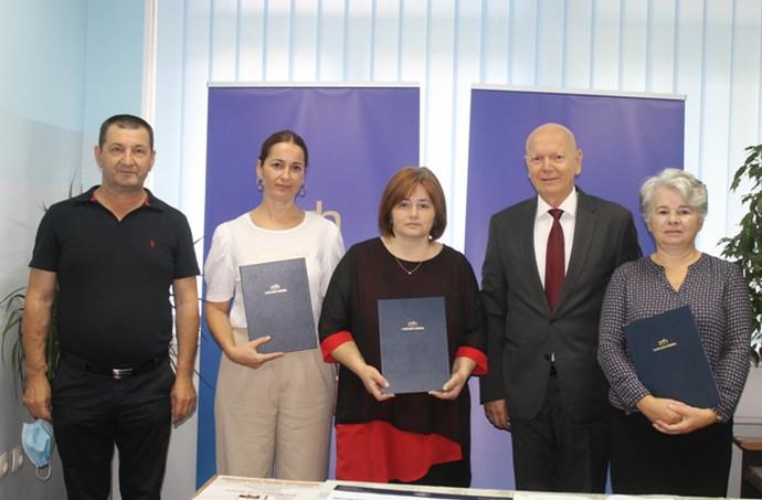 Matica hrvatska Stolac darovala knjige za dvije osnovne i Srednju školu u Stocu