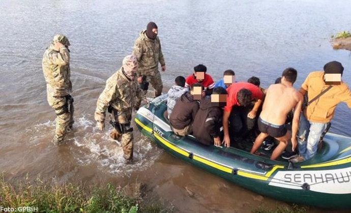 Afganistanac pokrenuo biznis: Prebacivao migrante čamcem iz Srbije u BiH