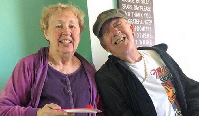 Nakon 47 godina braka umrli su od koronavirusa iste minute