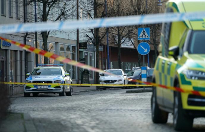 Teroristički napad u Švedskoj. Ozlijeđeno osam osoba, policija upucala napadača
