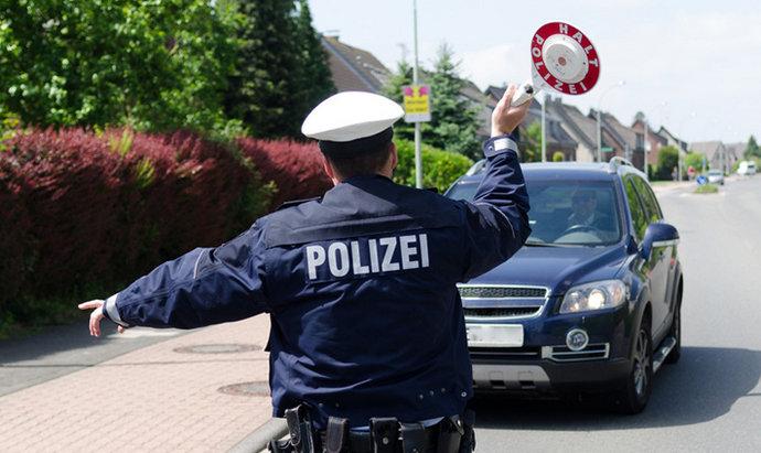 Njemačka policija muškarcu iz BiH uzela svu gotovinu. Ostavila mu 100 eura za put
