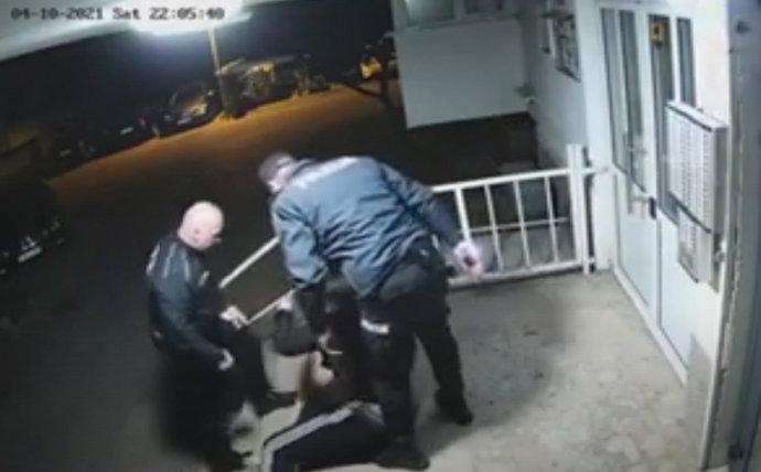 Dva policajca koja su pretukla mladića udaljena s dužnosti