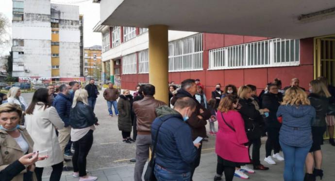 Roditelji u Mostaru prosvjeduju ispred škole