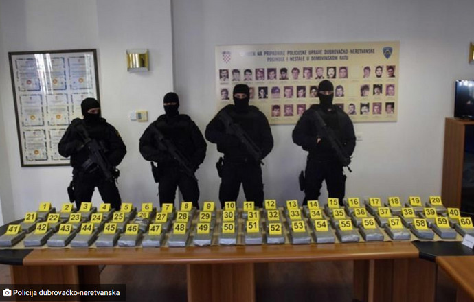 Ploče: Ponovno kokain u bananama, 'palo' 500 kg