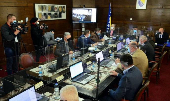 Vlada FBiH danas o ublažavanju mjera, moguće pomjeranje policijskog sata