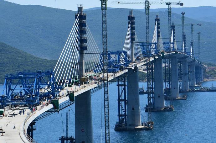 Pelješki most sjajno napreduje, no pristupne ceste mogle bi kasniti