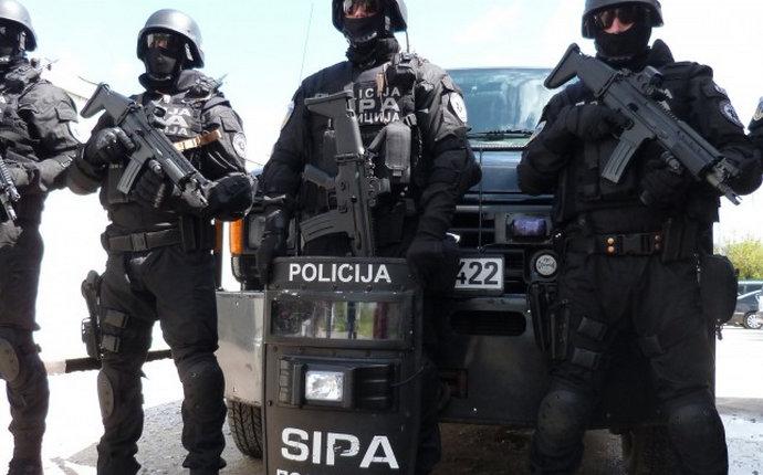 Pretresi na više lokacija: Pronađeno oružje kod radikaliziranih osoba