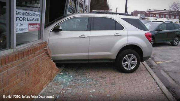 Tijekom polaganja ispita zapucala se u zgradu za izdavanje vozačkih dozvola
