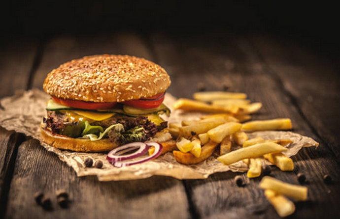 """""""Junk food' ubrzava biološke procese starenja"""