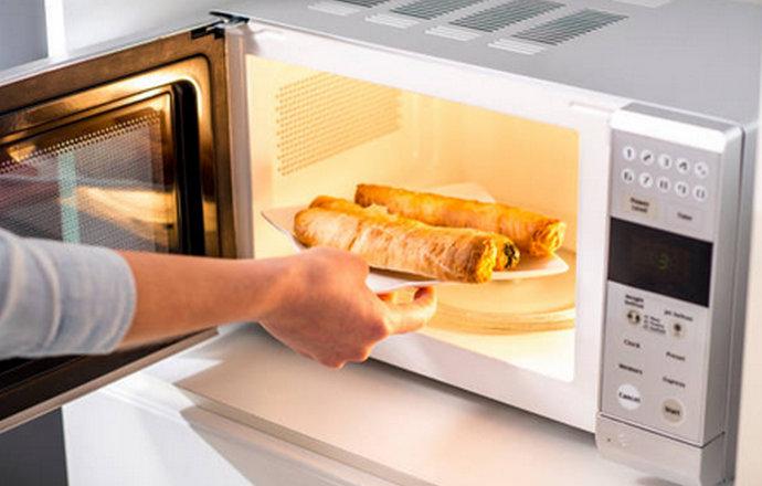Što se događa u tijelu ako jedete hranu pripremljenu u mikrovalnoj pećnici