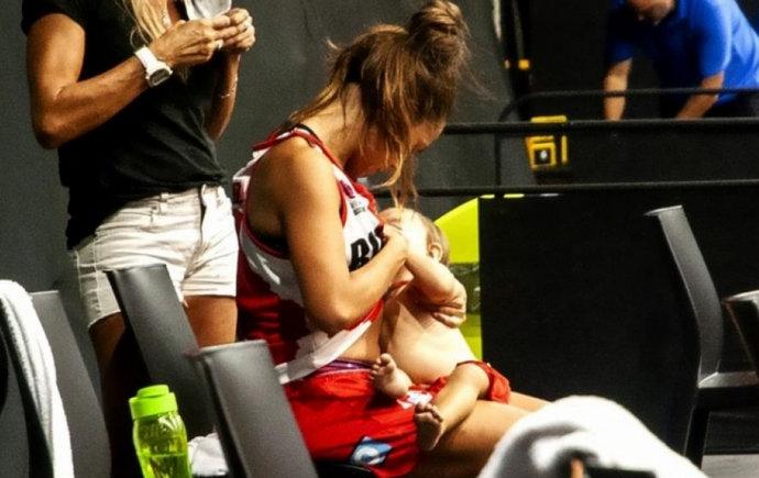 Argentinska košarkašica tijekom utakmice dojila bebu, postala hit na internetu