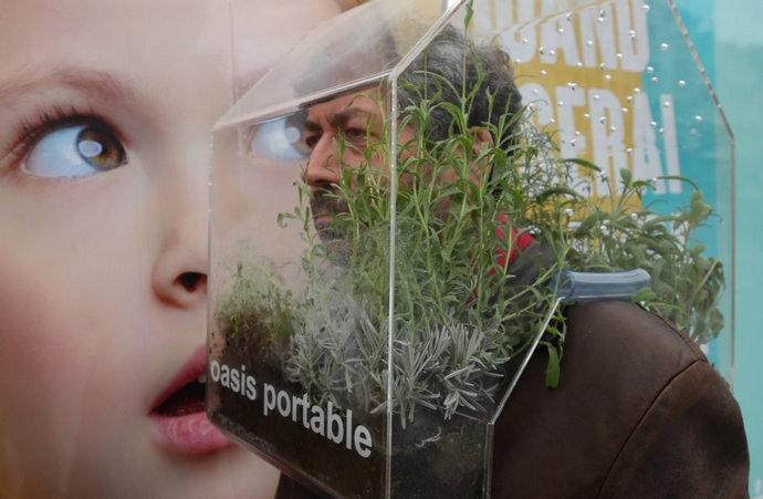 Umjesto maskom, belgijski umjetnik se od korone štiti zelenom oazom