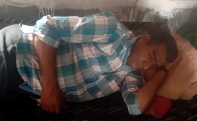 Zbog rijetkog stanja ovaj muškarac spava 300 dana godišnje