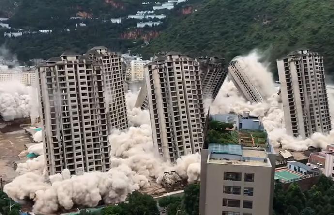 Video: U Kini istovremeno srušeno 15 nebodera